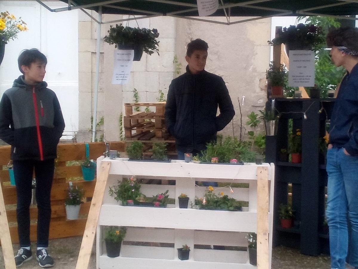 Les 3ème de Gannat organisent un marché aux fleurs