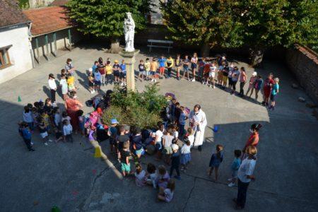 Bénédiction des cartables à l'école Sainte Thérèse de Montmarault
