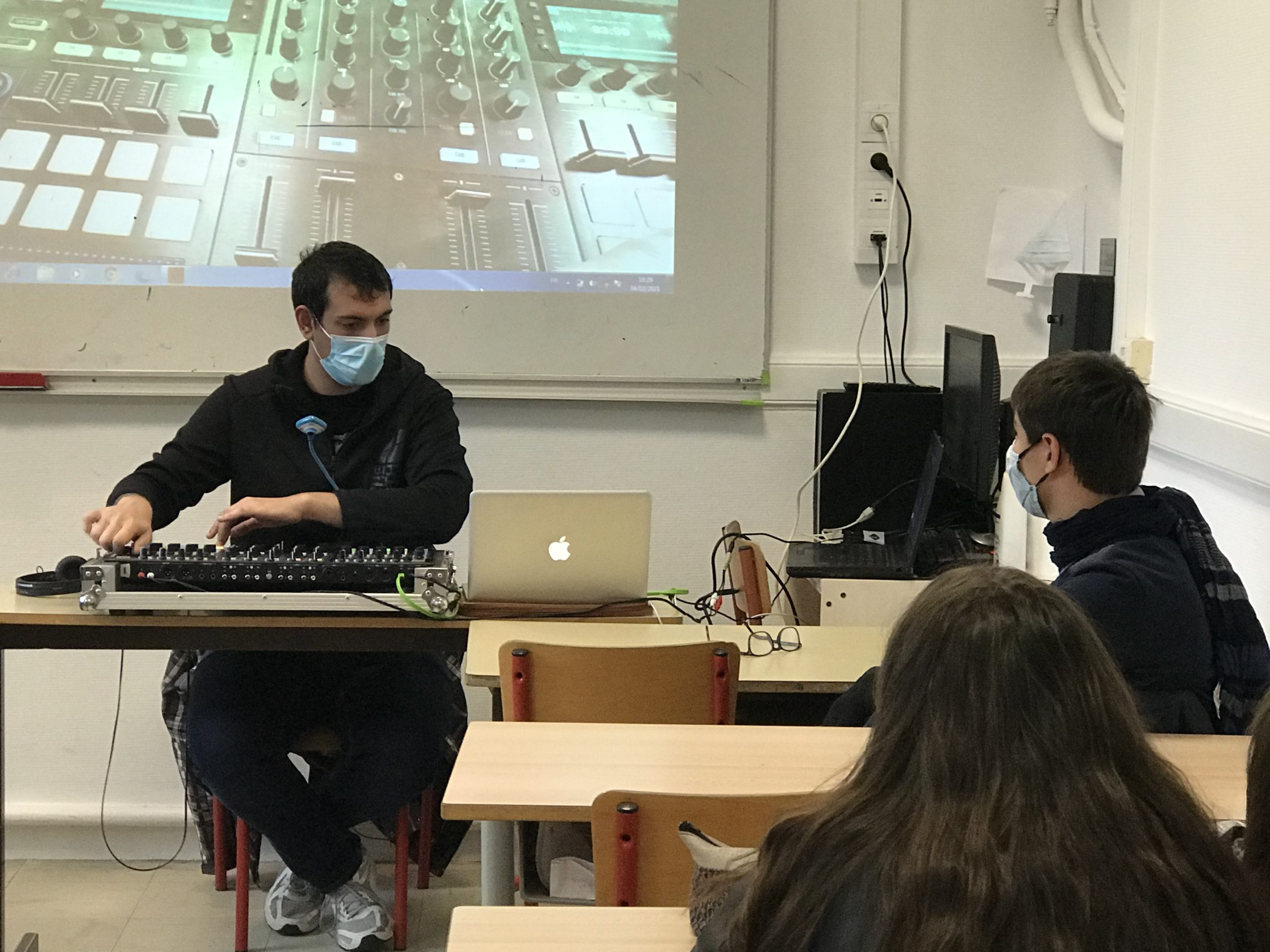 Initiation à la musique électronique du collège Sainte Procule à Gannat